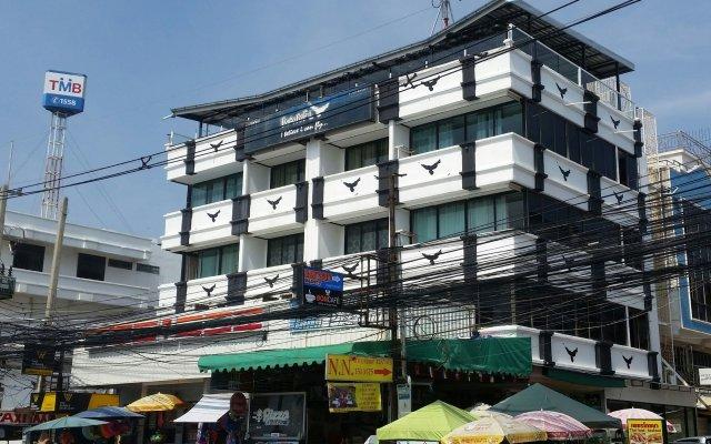 Отель BarFly Pattaya вид на фасад