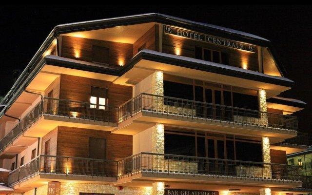 Отель Centrale Италия, Санто-Стефано-ин-Аспромонте - отзывы, цены и фото номеров - забронировать отель Centrale онлайн вид на фасад