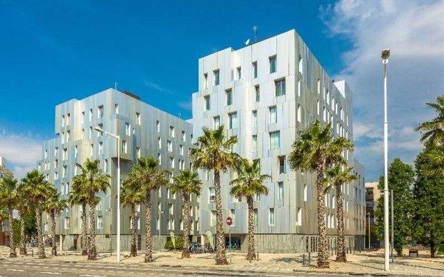 Апартаменты Home Around Mistral City Pool Барселона вид на фасад