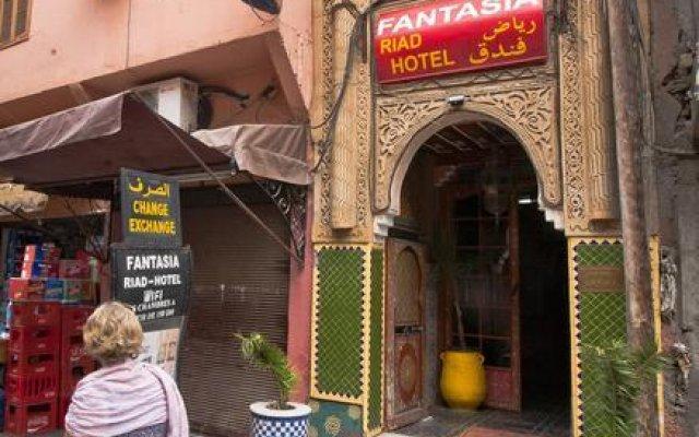 Hotel Riad Fantasia вид на фасад