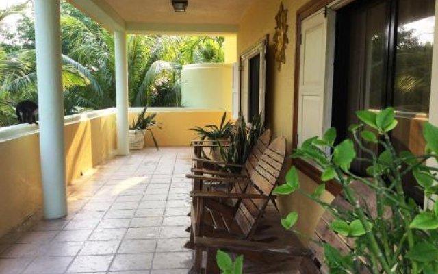 Отель Sea Eye Hotel - Tropical Building Гондурас, Остров Утила - отзывы, цены и фото номеров - забронировать отель Sea Eye Hotel - Tropical Building онлайн вид на фасад
