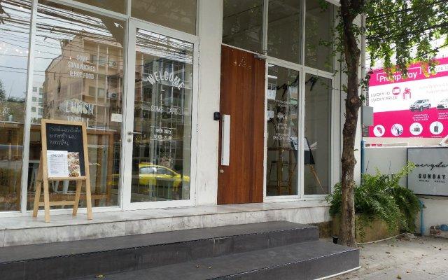 Everyday Sunday Social Hostel вид на фасад