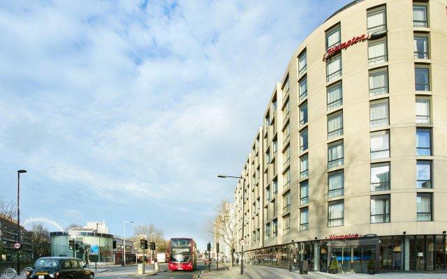 Отель Hampton by Hilton London Waterloo вид на фасад