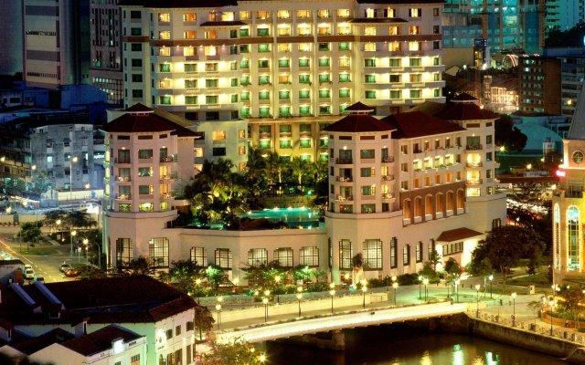 Отель Swissotel Merchant Court Singapore вид на фасад