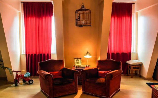 Lisbon Poets Hostel Лиссабон комната для гостей