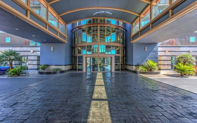 Отель Embassy Suites by Hilton Convention Center Las Vegas вид на фасад