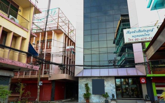 Отель Nida Rooms Yanawa Sathorn City Walk Бангкок вид на фасад