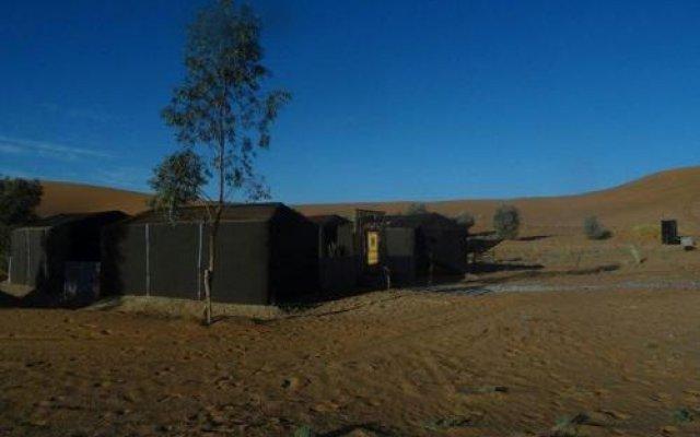 Отель Fayou Desert Camp Марокко, Мерзуга - отзывы, цены и фото номеров - забронировать отель Fayou Desert Camp онлайн вид на фасад