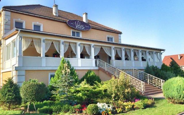 Veles Hotel вид на фасад