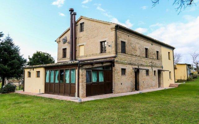 Отель Country House La Fattoria Di Paolo Мачерата вид на фасад