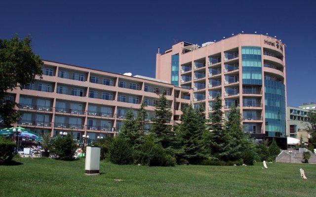 Hotel Lilia вид на фасад