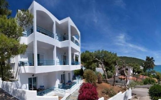 Отель Christine Studios Греция, Порос - отзывы, цены и фото номеров - забронировать отель Christine Studios онлайн вид на фасад