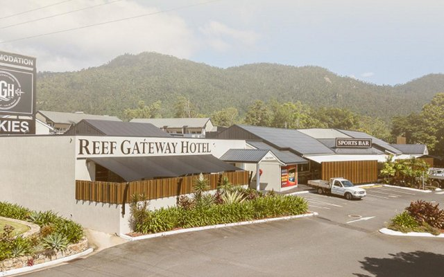 Cannonvale Reef Gateway Hotel вид на фасад