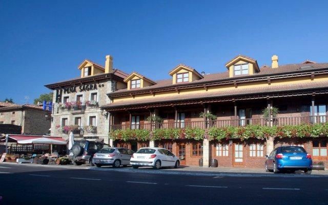 Отель Hosteria Peña Sagra вид на фасад