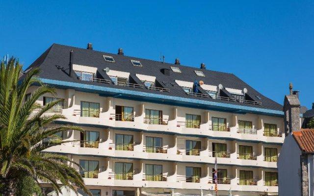 Отель Astuy Apartamentos Арнуэро вид на фасад