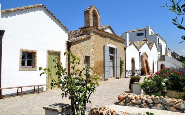 Отель Masseria Celentano Relais & Agriturismo Сан-Северо вид на фасад