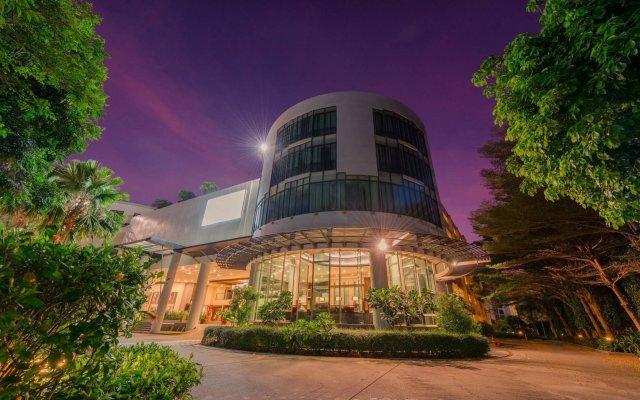 Отель Deevana Plaza Phuket вид на фасад