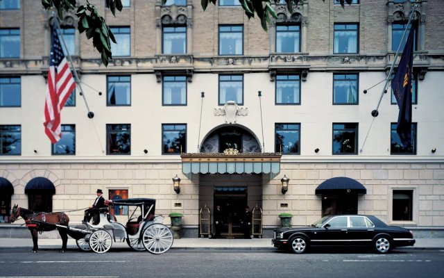 Отель The Ritz-Carlton New York, Central Park США, Нью-Йорк - отзывы, цены и фото номеров - забронировать отель The Ritz-Carlton New York, Central Park онлайн вид на фасад