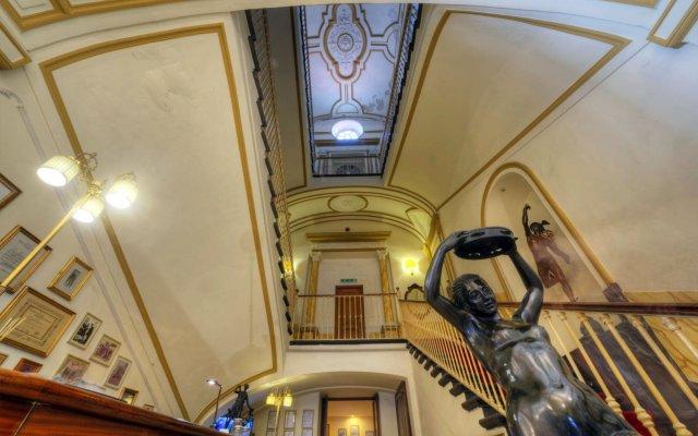 Отель Ristorante Vittoria Италия, Помпеи - 1 отзыв об отеле, цены и фото номеров - забронировать отель Ristorante Vittoria онлайн вид на фасад