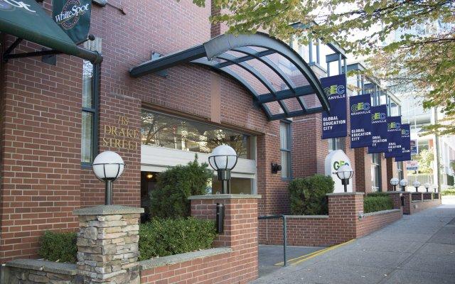 Отель GEC Granville Suites Downtown Канада, Ванкувер - отзывы, цены и фото номеров - забронировать отель GEC Granville Suites Downtown онлайн вид на фасад