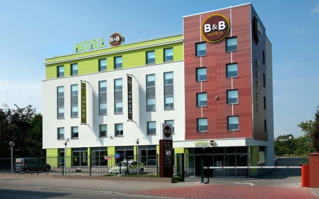 B&B Hotel Warszawa-Okęcie вид на фасад