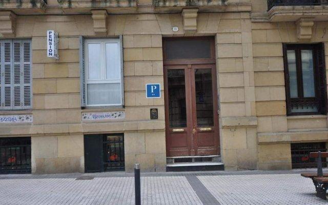 Отель Pension Bikain Сан-Себастьян вид на фасад