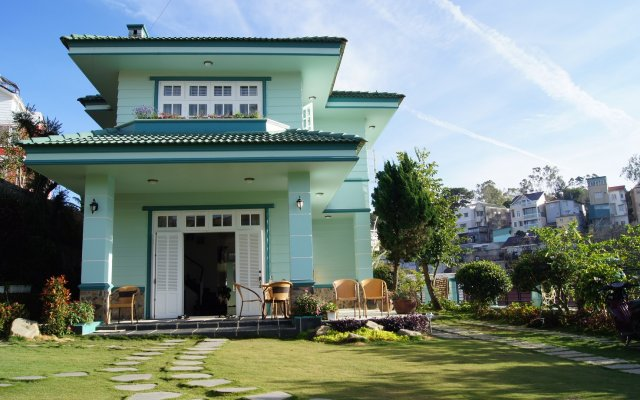 Отель Ho Xuan Huong Villa Далат вид на фасад