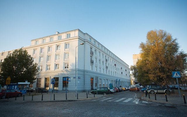 Отель Shortstaypoland Pulawska (b17) Варшава вид на фасад