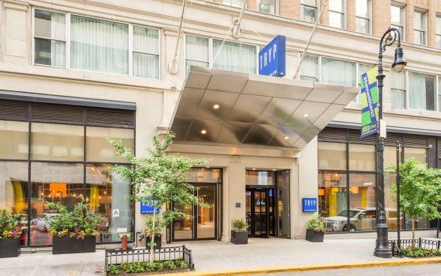 Отель TRYP By Wyndham Times Square South вид на фасад