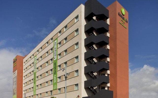 Отель Campanile Barcelona Sud - Cornella Испания, Корнелья-де-Льобрегат - 4 отзыва об отеле, цены и фото номеров - забронировать отель Campanile Barcelona Sud - Cornella онлайн вид на фасад