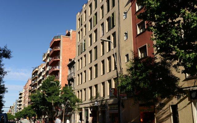Отель Residence Pierre & Vacances Barcelona Sants Барселона вид на фасад