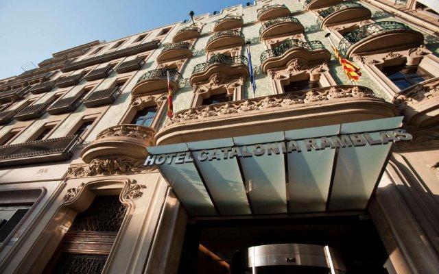 Отель Catalonia Ramblas вид на фасад