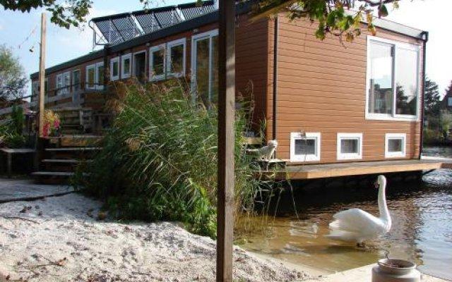 Отель B&B Houseboat between Amsterdam Windmills Нидерланды, Амстердам - отзывы, цены и фото номеров - забронировать отель B&B Houseboat between Amsterdam Windmills онлайн вид на фасад