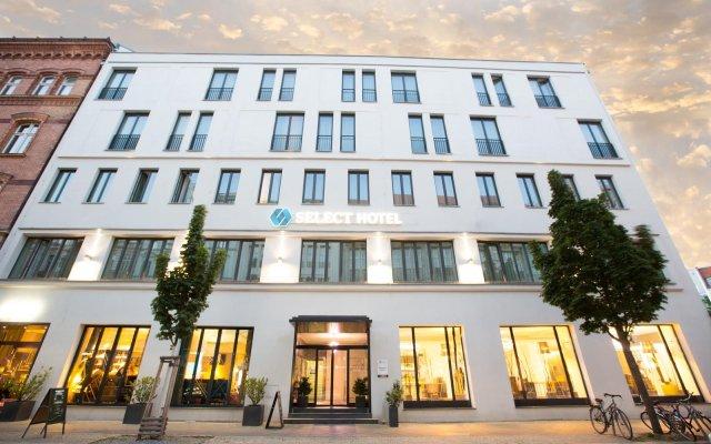 Select Hotel Berlin The Wall вид на фасад