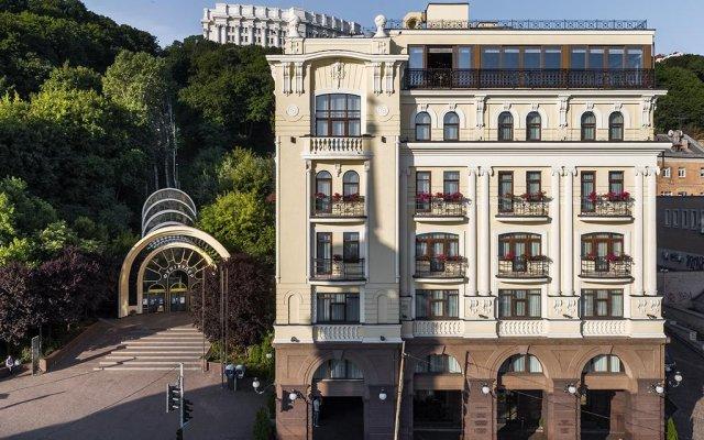 Гостиница Ривьера на Подоле вид на фасад