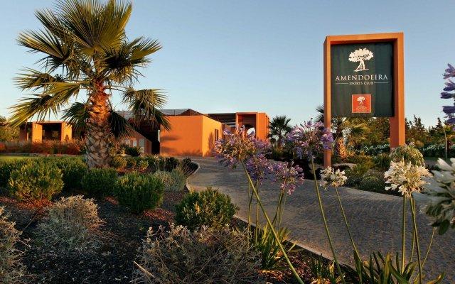 Апартаменты Amendoeira Golf Resort - Apartments and villas вид на фасад