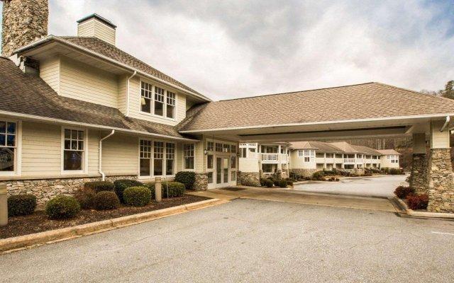 Отель Rodeway Inn And Suites On The River Чероки вид на фасад