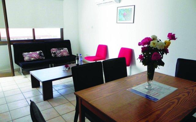 Апартаменты Andries Apartments комната для гостей