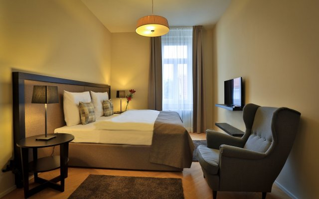 James Hotel And Apartments Прага комната для гостей
