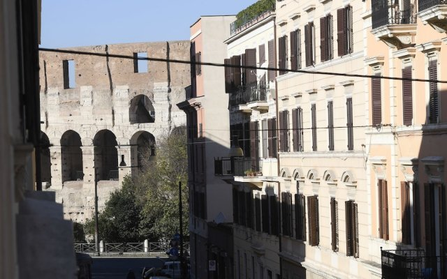 Апартаменты Santi Quattro Apartment & Rooms - Colosseo вид на фасад