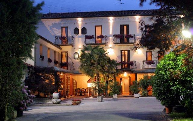 Отель Antico Mulino Италия, Скорце - отзывы, цены и фото номеров - забронировать отель Antico Mulino онлайн вид на фасад