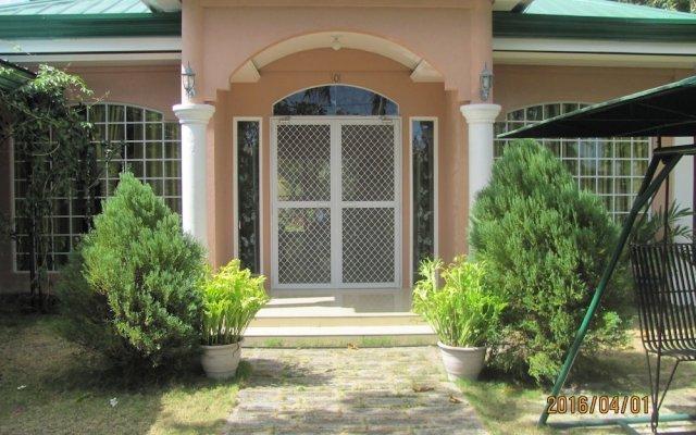 Отель Villa 301 B&B Филиппины, Баклайон - отзывы, цены и фото номеров - забронировать отель Villa 301 B&B онлайн вид на фасад