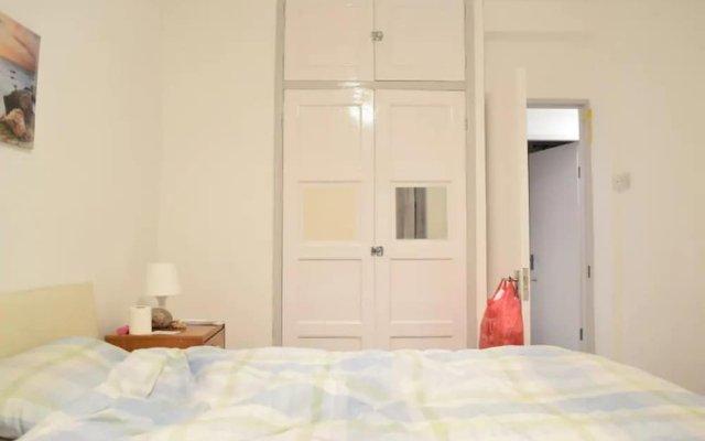 Апартаменты 4 Bedroom Apartment in Kilburn With Private Balcony вид на фасад