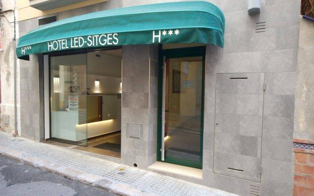Hotel Led-Sitges вид на фасад
