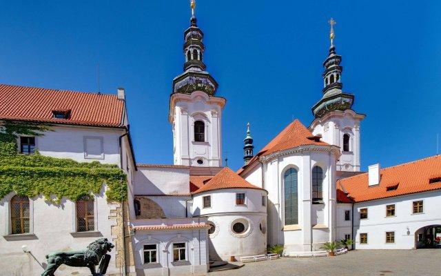 Hotel Monastery вид на фасад