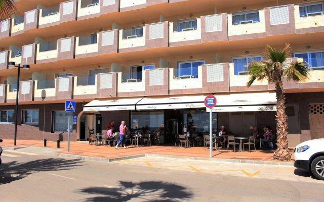 Отель Apartamentos Vegasol Playa A.T. Испания, Фуэнхирола - отзывы, цены и фото номеров - забронировать отель Apartamentos Vegasol Playa A.T. онлайн вид на фасад