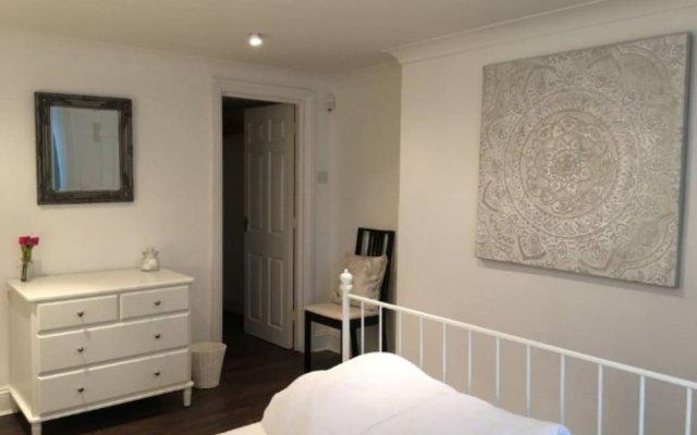 Отель Central 2 Bedroom Seafront Flat in Kemp Town Кемптаун комната для гостей