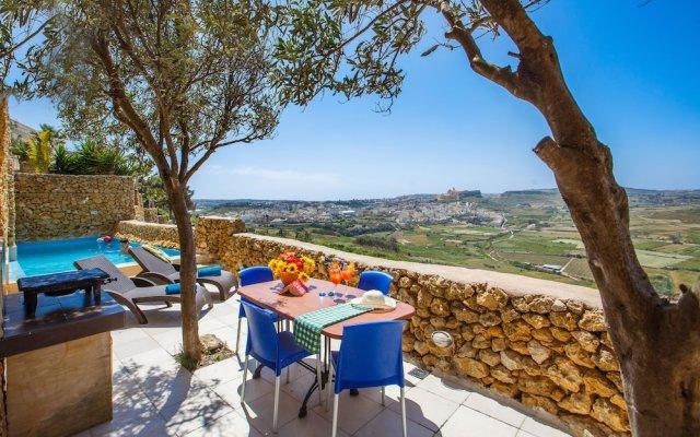 Отель Bellavista Farmhouses Gozo вид на фасад
