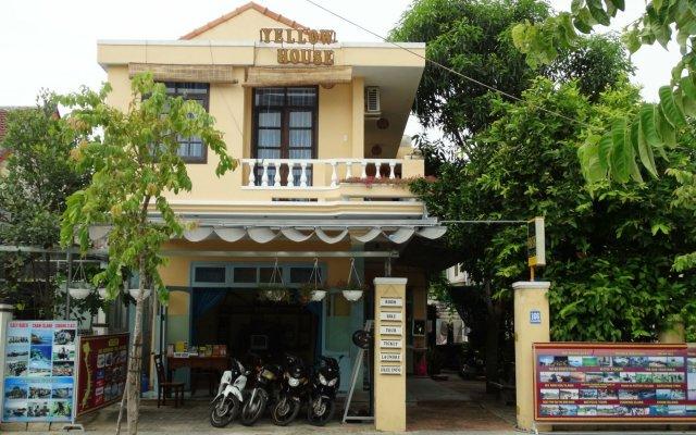 Отель Yellow House Homestay вид на фасад