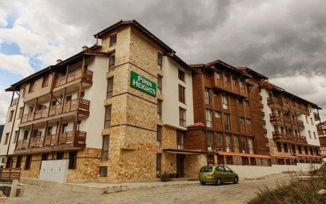 Отель Pirin Heights Holiday Apartments Болгария, Банско - отзывы, цены и фото номеров - забронировать отель Pirin Heights Holiday Apartments онлайн вид на фасад